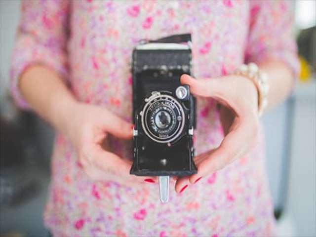カメラが趣味の女性