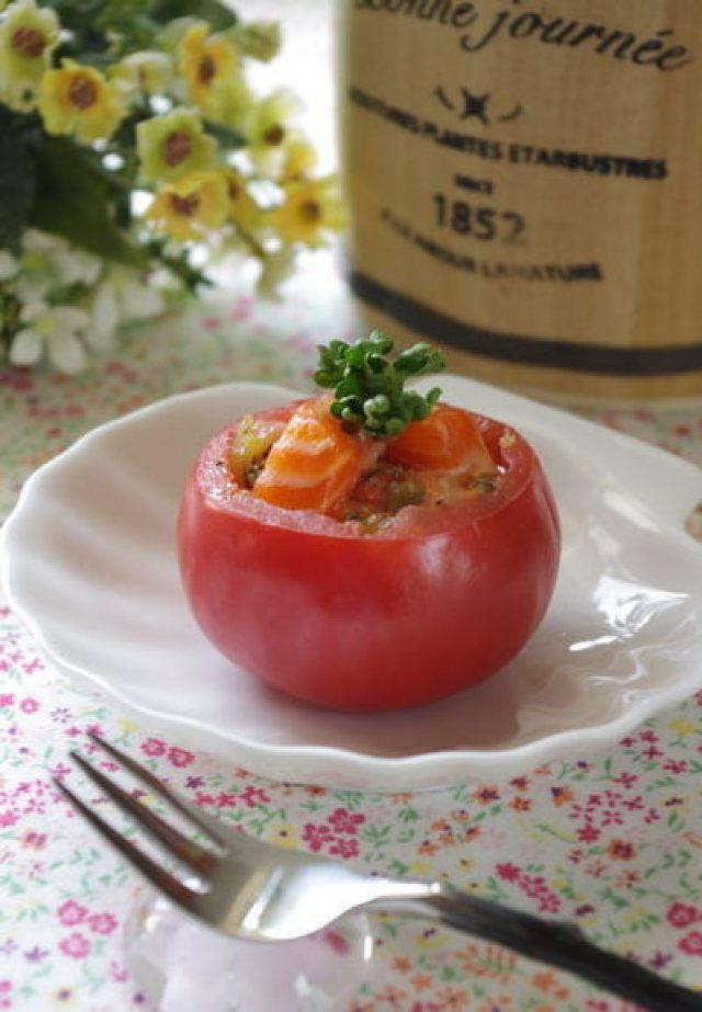 トマトカップがキュートなサーモン料理