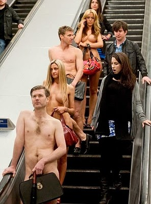 Office_Clerks_Went_To_Work_Without_Clothes_2