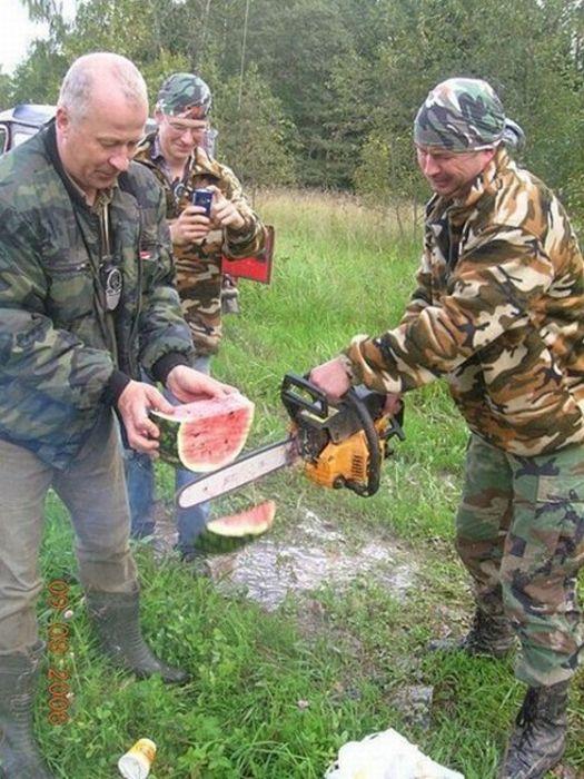 How real men cut watermelons