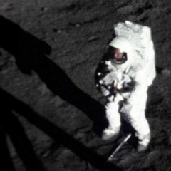 La única foto de Neil Armstrong sobre la luna