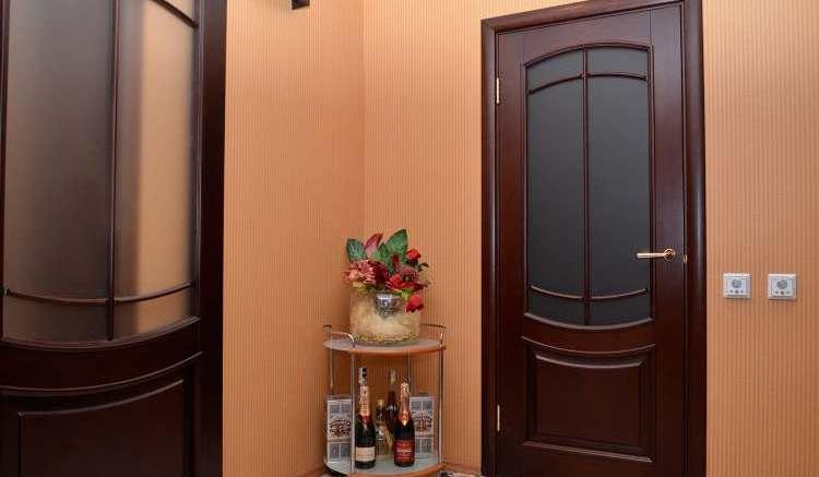 деревянной двери