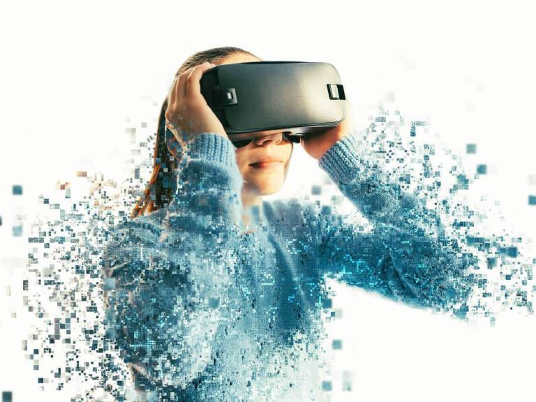 woman in vr