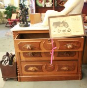 sculture & drawer