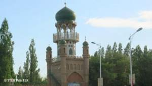 The crescent moon and star symbols have been removed from the domes of the Huangtian Center Mosque located in Kumul city.