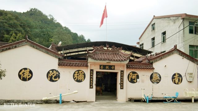A national flag has already been flying at the Bodhi Temple in Qingtian county