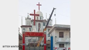 The local government dispatched a crane to forcibly remove the cross from Tianhu Christian Church, in Song county.