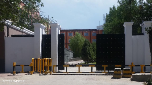 """Wusu No. 2 Middle School in Xinjiang has been converted into a """"transformation through education"""" camp. All of the detainees here are Hui people."""