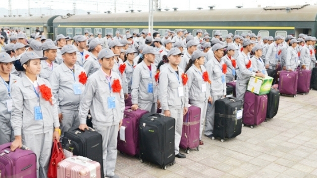 Laborers from Kashgar and Hotan in transit to the Zhonghai Group Korla Industrial Park (Source: Dr. Zenz's report, from Xinjiang Bazhou Government Website).