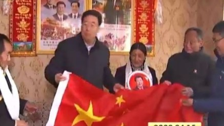 Precious gifts to Gyalaphug villagers from Wu Yingjie, a Chinese flag and a portrait of Xi Jinping. Screenshot from Tibet Daily TV.