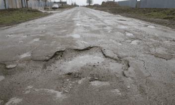 Începe plombarea străzilor din Pașcani