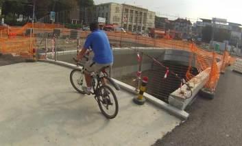 A plecat de la bar cu bicicleta vecinului