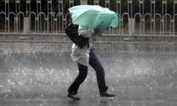 Se strică vremea: Rafale de vânt în majoritatea zonelor ţării şi ploi însemnate