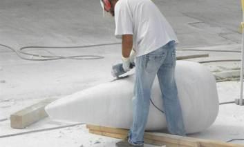 Simpozion naţional de sculptură la Paşcani. 12 lucrări de arta vor fi donate municipalităţii