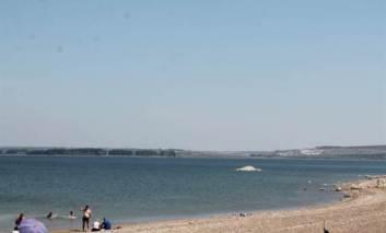 O plaja ca-n Vama Veche, în apropiere de Iaşi