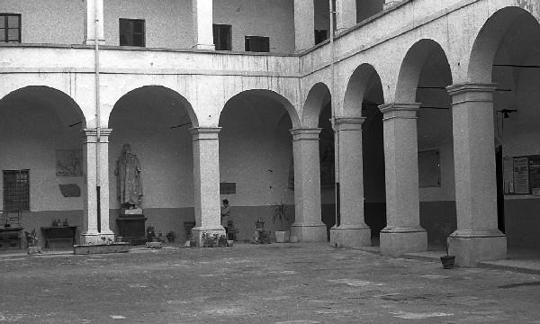 Scuola Elementare Edmondo De Amicis - cortile
