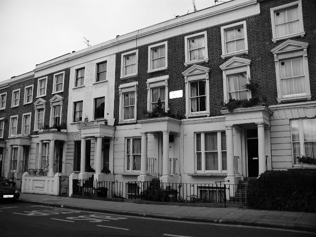 Westbourn Park Road, la mia casa la prima sulla destra, credo.