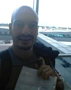 Митко Стоянов заминава за Никозия въоръжен с пълномощно от Валери Петров.