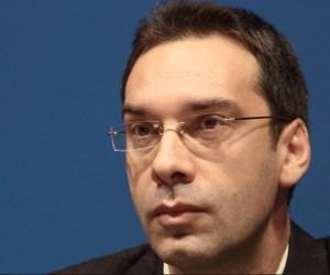 Бургаският кмет Димитър Николов полага персонални грижи за построяването на сарая на Доган и за неговото спокойствие.