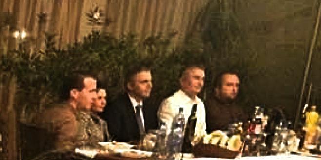 Oт дясно на ляво-Младен Мондешки,известен като брат на Момчил Мондешки,депутата от ДПС Джейхан Ибрямов,Председателя на ДПС Мустафа Карадайъ.