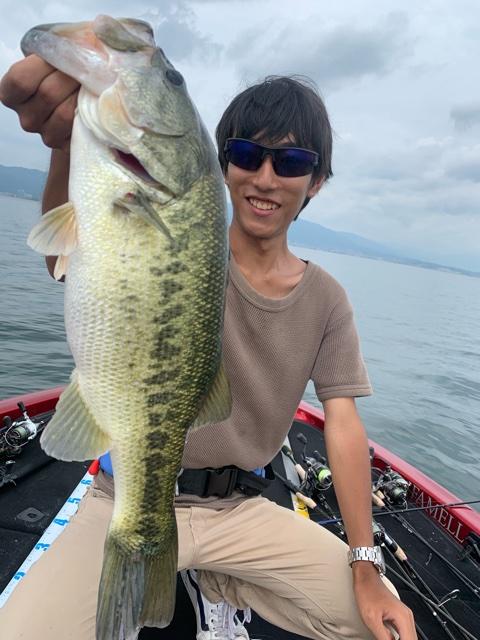 8月22日の琵琶湖ガイドはジャスターフィッシュ3.5ネイルリグで58・50含む船中15本を18歳の若者2人が頑張ってくださいましたよ!