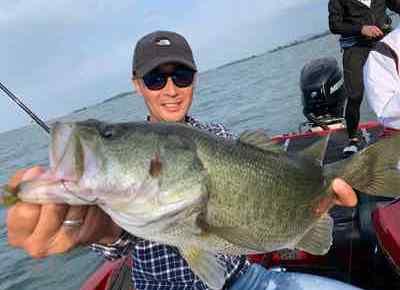 10月14日琵琶湖ガイドはGETNETジャスターフィッシュ3.5のダウンショットで数釣りの中でもグッドサイズ!GETNETジャスターフホッグのテキサスでビッグ狙いでも50アップ!
