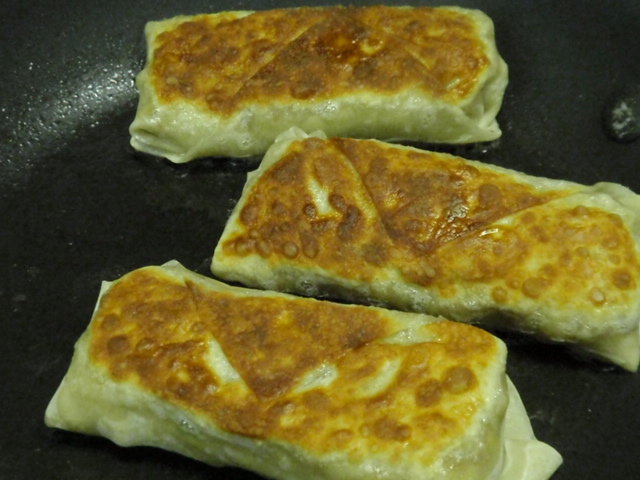 I heated one tablespoon of canol oil with Pam over medium high heat - the seam side went down first to seal the egg roll