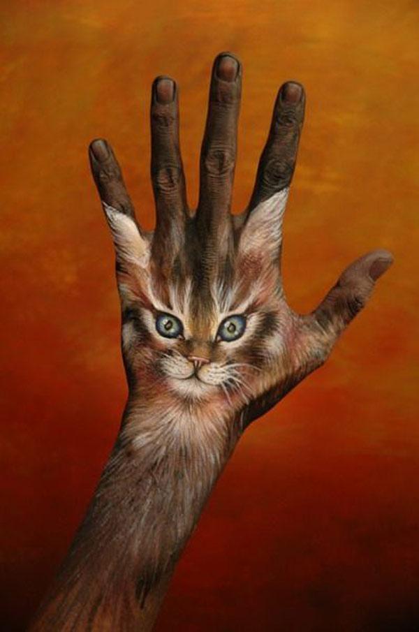 https://i1.wp.com/bizarreup.persiangig.com/bizarre/art/%D9%86%D9%82%D8%A7%D8%B4%DB%8C-%D8%B1%D9%88%DB%8C-%D8%AF%D8%B3%D8%AA/large/21-hand-painting-art.jpg