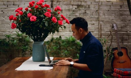 Want to Win in Tech Blogging? Simplify for a Rosy Response