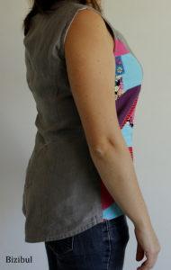 Forme asymétrique de la tunique patchwork, plus longue derrière que devant, plongeante dans le dos