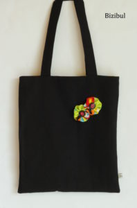 Le tote bag est sac rectangulaire, un accessoire de mode fashion et tendance pour femme. Facile à coudre et idéal en projet couture débutant, l'atelier Bizibul vous propose d'apprendre à coudre ce sac à Port-Saint-Père (44) ou à votre domicile. L'atelier est situé près des communes  de : Le Pellerin, La Montagne, Rouans, Vue, Brains et Cheix En Retz.