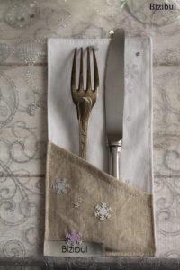 porte couverts de Noël en lin doré et coton blanc