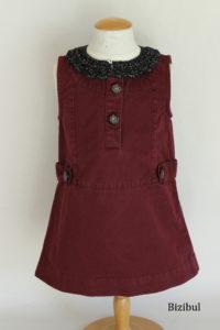 la robe, tenue à adopter avec un col à poser noir