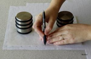 pour marquer et découper son tissu on fait au préalable de petits traits tout autour de la forme à reporter