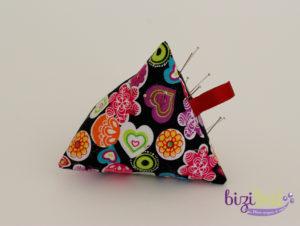 La couture débutant à l'atelier de couture Bizibul à port saint père, permet de débuter en couture. Création d'un berlingot porte aiguille en cours de couture initiation à la machine à coudre à Nantes.