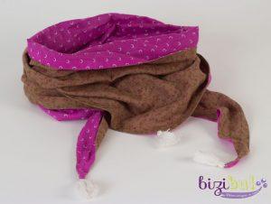 cours de couture autour du chèche en voile de coton avec pompon de coton fait main