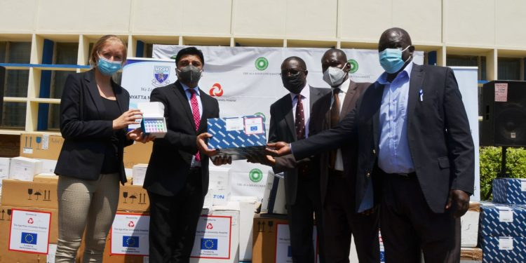 KNH DONATION: Aga Khan University Hospital, Nairobi CEO Rashid Khalani (second left), and Elisabeth Magnes from the European Union hand over a donation of 7,000 testing kits to Kenyatta National Hospital Chairman George Ooko (centre) and Ministry of Health Officials, John Ndung'u, Bernard Sandae. The donation from AKUH,N was funded by the European Union and is aimed at boosting the national COVID-19 response - Bizna Kenya