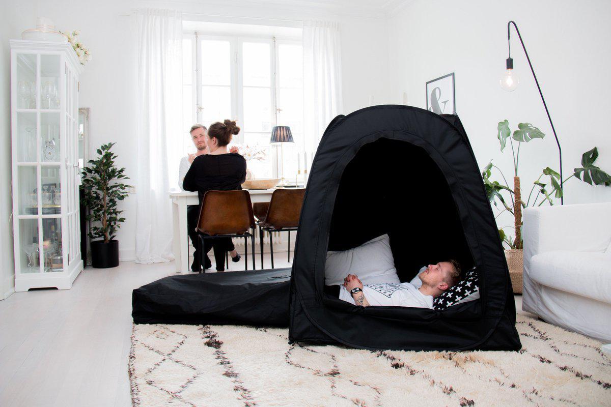 Namiot, w którym ludzie mogą odłączyć się od stresu w pracy