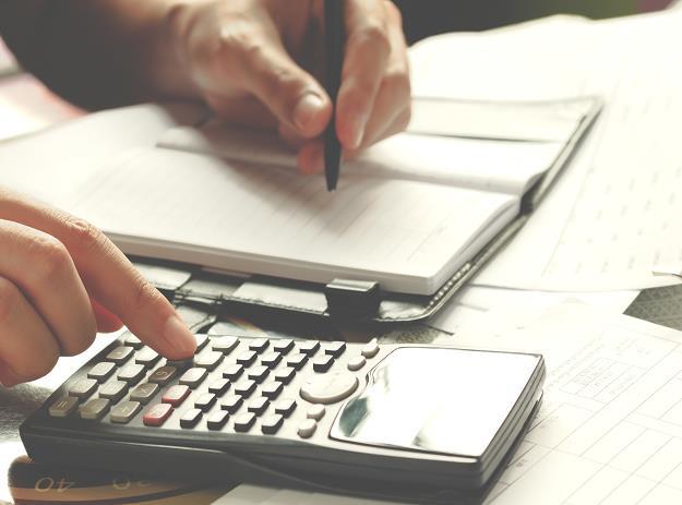 Istotną przyczyną katastrofalnej skali zwrotów VAT jest tzw. odwrotne obciążenie