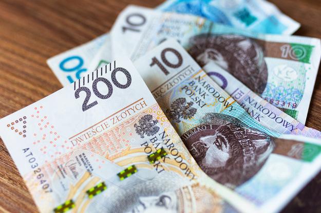 Pracodawcy płacą nawet 5 tys. zł miesięcznie. Ale Polacy i tak wolą wyjeżdżać