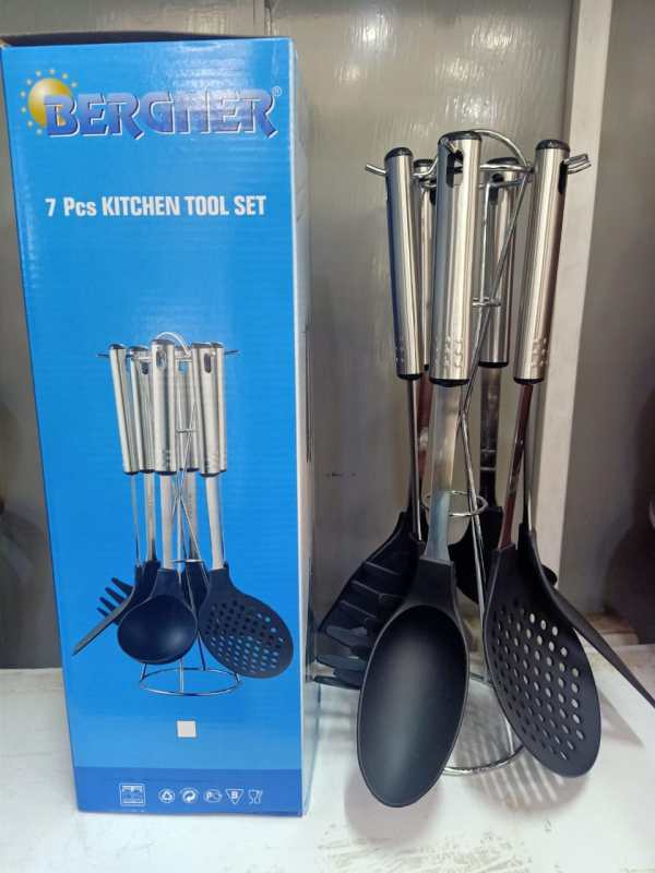 Non stick spoons with stand