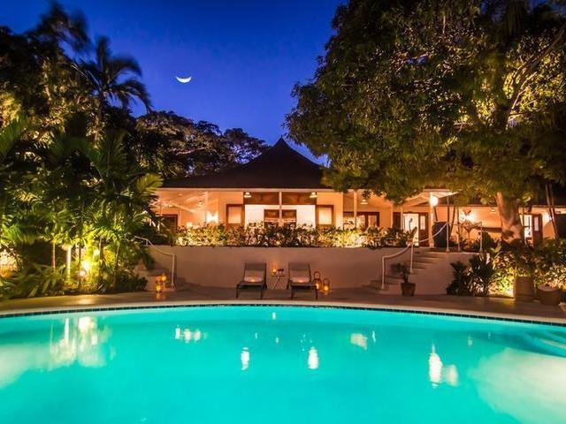 This updated and beautifully decorated villa is a classic british colonial with louvered windows to enjoy the breezes and antique four-poster beds that look out to the terrace, the pool and a well manicured garden.