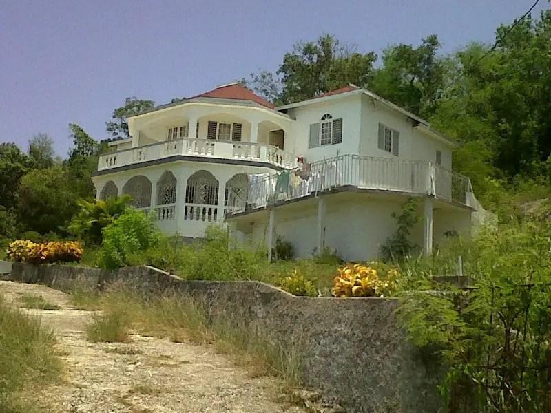 Foreclosure two storey building with 3 bedrooms, 4 bathrooms; kitchen, verandah, landing & balcony