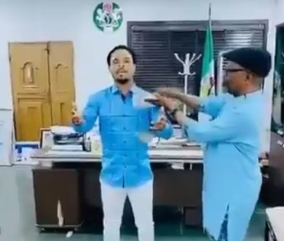 Abia Gov's Chief Of Staff Spray Money On Odumeje