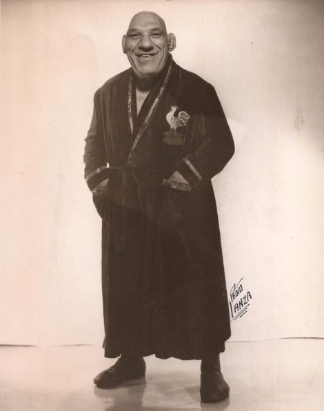 Maurice in robe