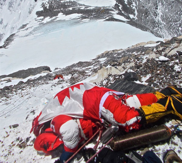 Dead-bodies-on-Mount-Everest_2