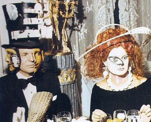 Baron-Alexis-de-Redé-in-a-Dalí-designed-Hat-and-Mrs.-Espírito-Santo