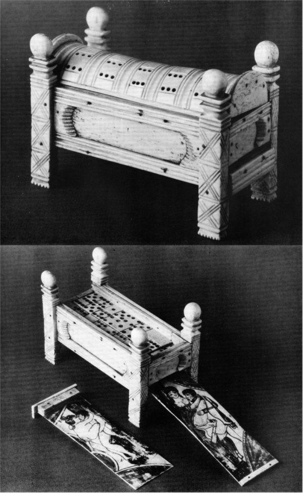 Gioco del domino, in avorio intarsiato alla maniera dei marinai, con tavole erotiche.