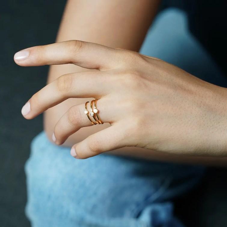 """Пръстен от 18к жълто злато с бял диамант """"Sofia"""""""