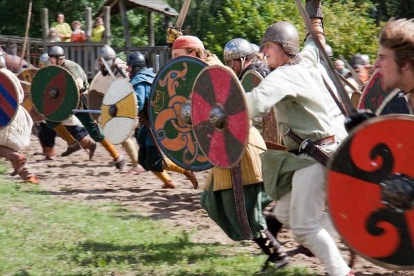 reconstitution de combat entre vikings